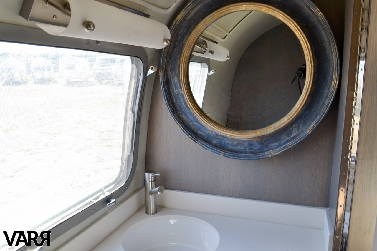 Restoration 1975 Sovereign Airstream Varr
