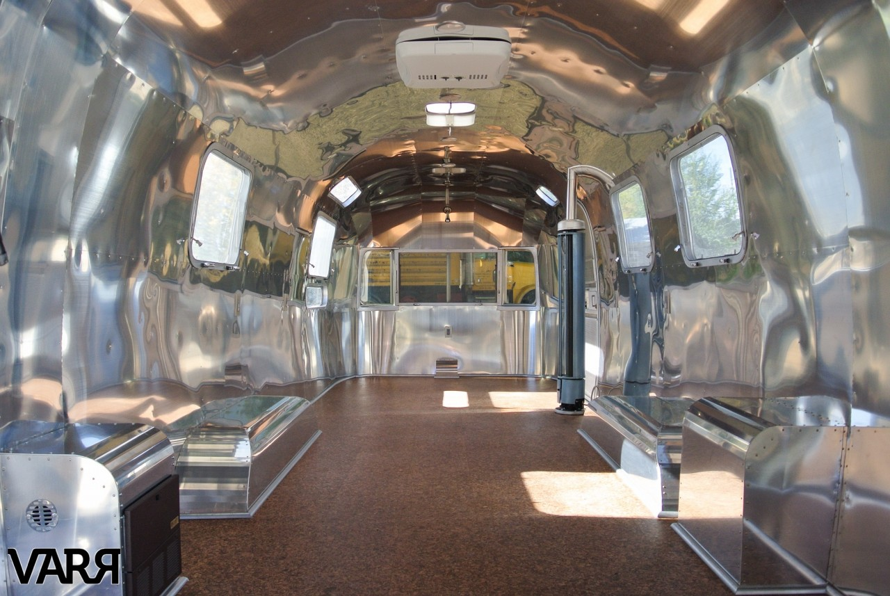 restoration-1976-sovereign-airstream-office