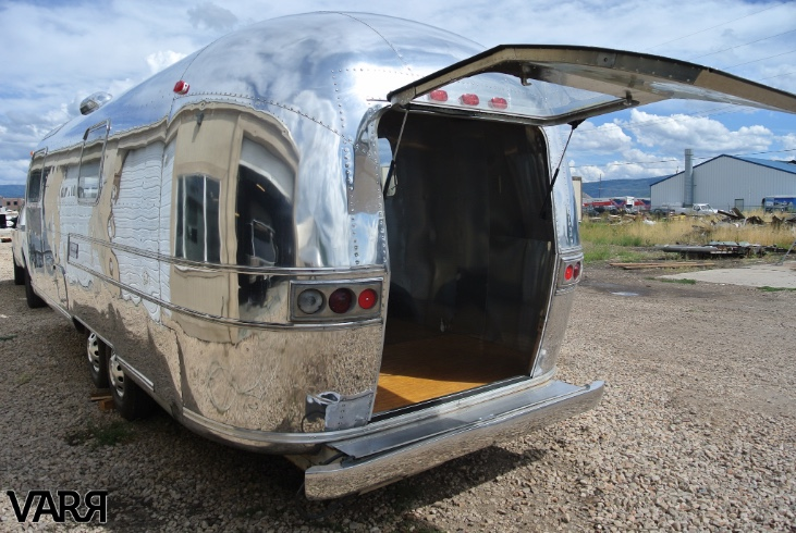 Restoration 1976 Sovereign Airstream Office Varr