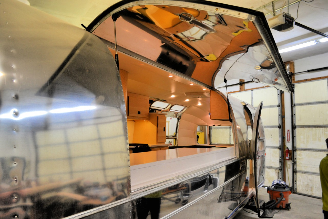 restoration-1970-sovereign-airstream