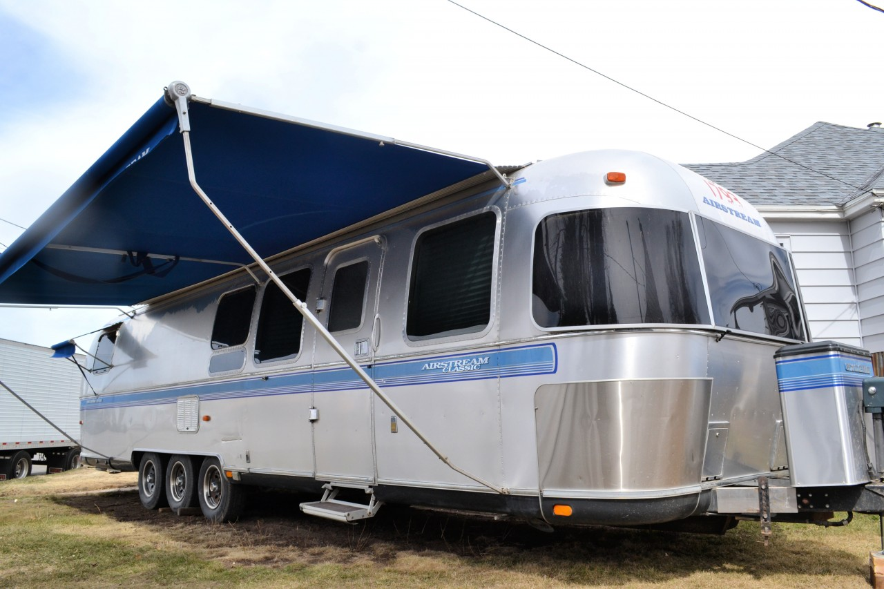 1999-excella-triple-axle-35-5-awnings