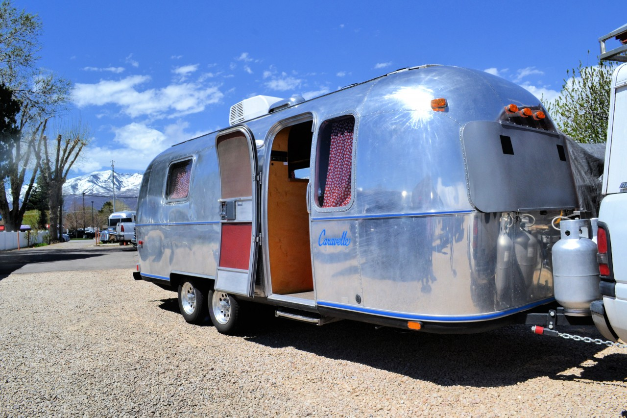 1980-caravel-airstream-24-double-axle-fully-restored